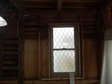 キッチンの窓.jpg
