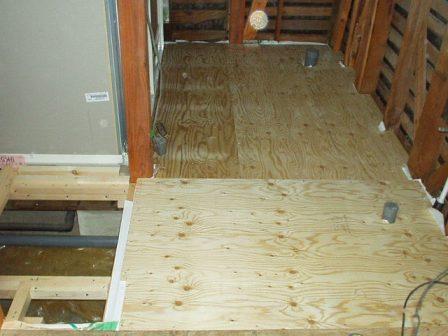 洗面の床構造用合板.jpg